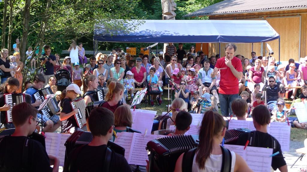 Das Schülerorchester eröffnet die Matinee