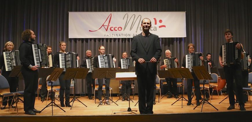 1. Orchester mit Jugendensemble
