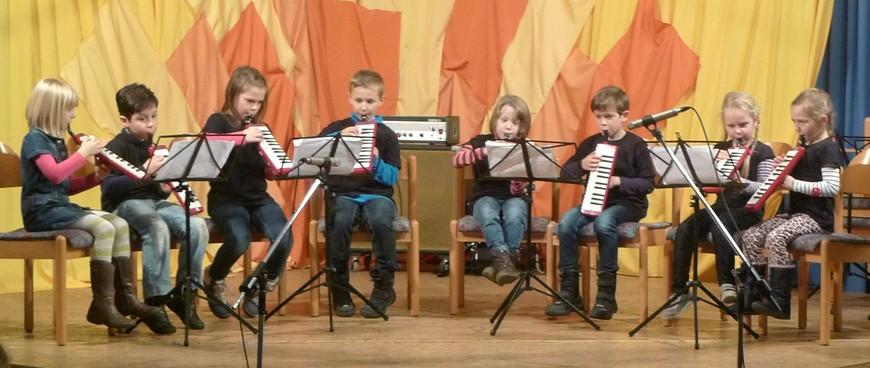 Melodica-Gruppe beim Vorspiel