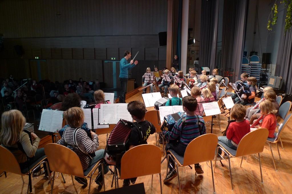 Schülerorchester in der Hauptprobe vor dem ersten Konzert am 24.10.2010