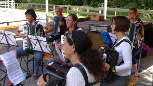 Dem 2. Orchester macht ein Auftritt sichtlich viel Spaß.