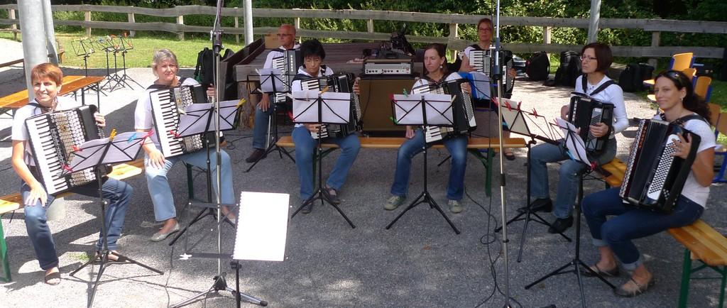 Gleich geht's los - das 2. Orchester kurz vor ihrem ersten Auftritt