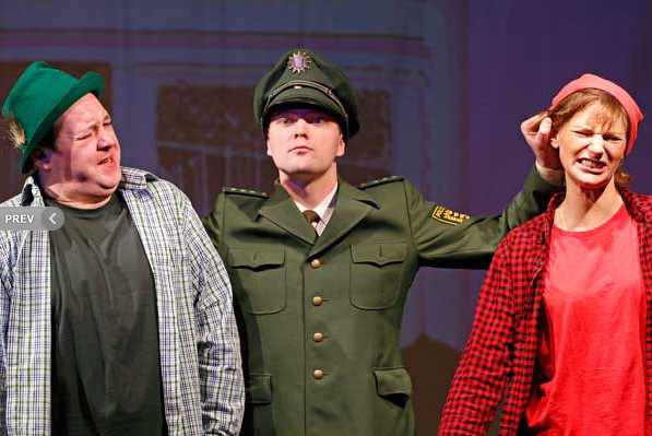 Wachtmeister Dipfelmoser war erfolgreich (Foto: Badisches Staatstheater)