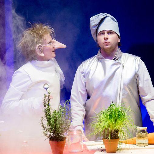 Zwerg Nase: Carla Weingarten, Marlon Gross. Foto: Felix Grünschloß, Badisches Staatstheater Karlsruhe