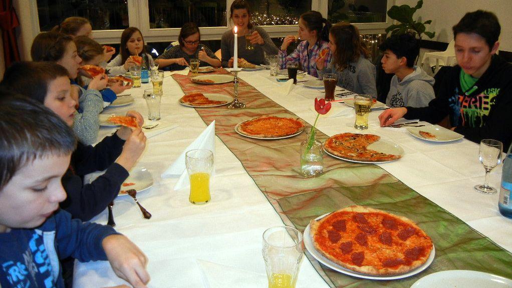 Die Pizzen schmecken