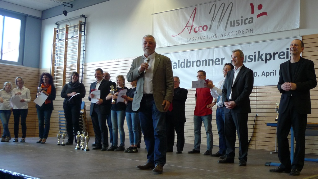 Bürgermeister Franz Masino vor der Verleihung des Waldbronner Musikpreises