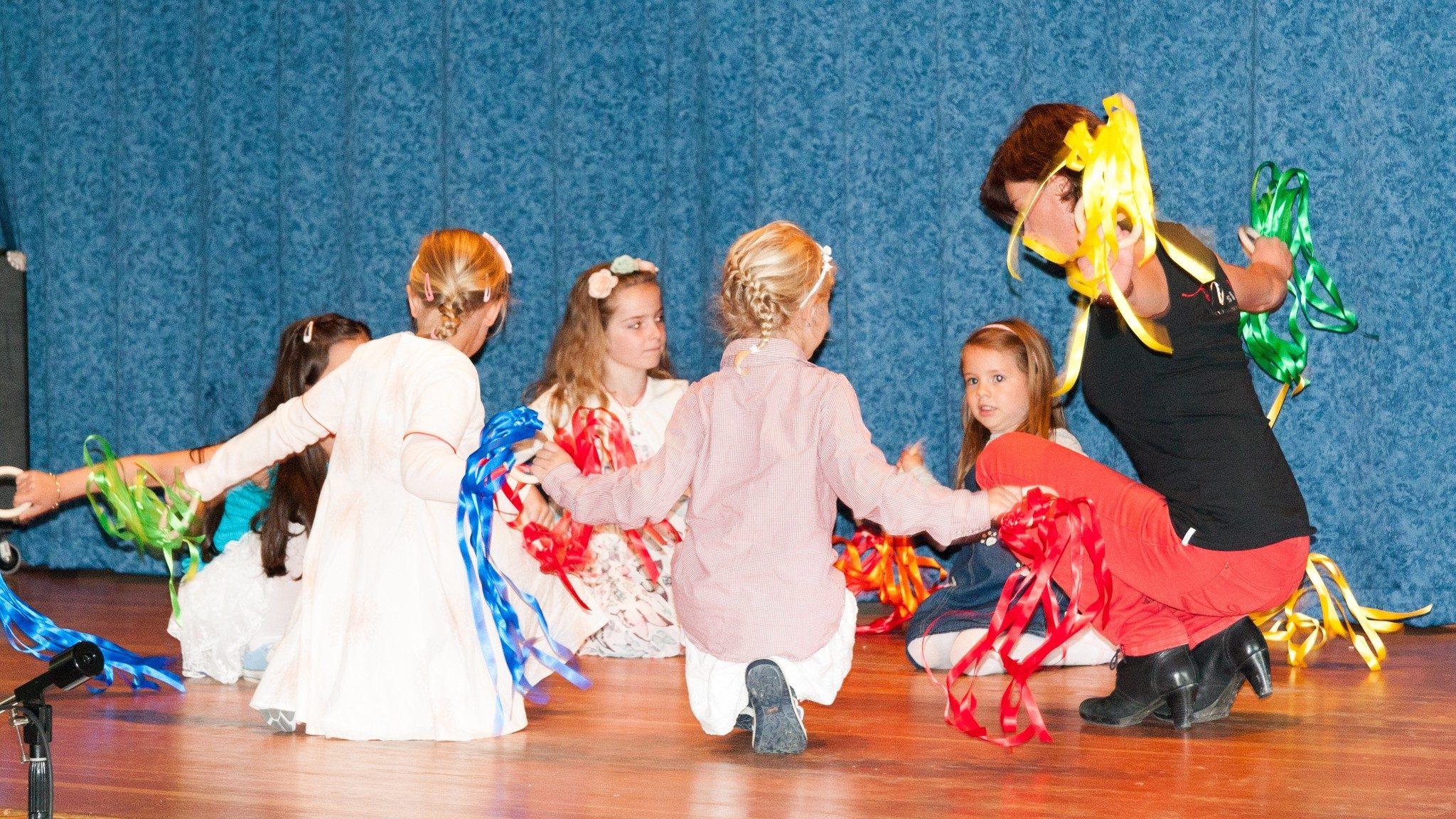 Klangreise zum Tag der Musik: Die Musimo-Kinder zeigen einen rhythmischen Tanz