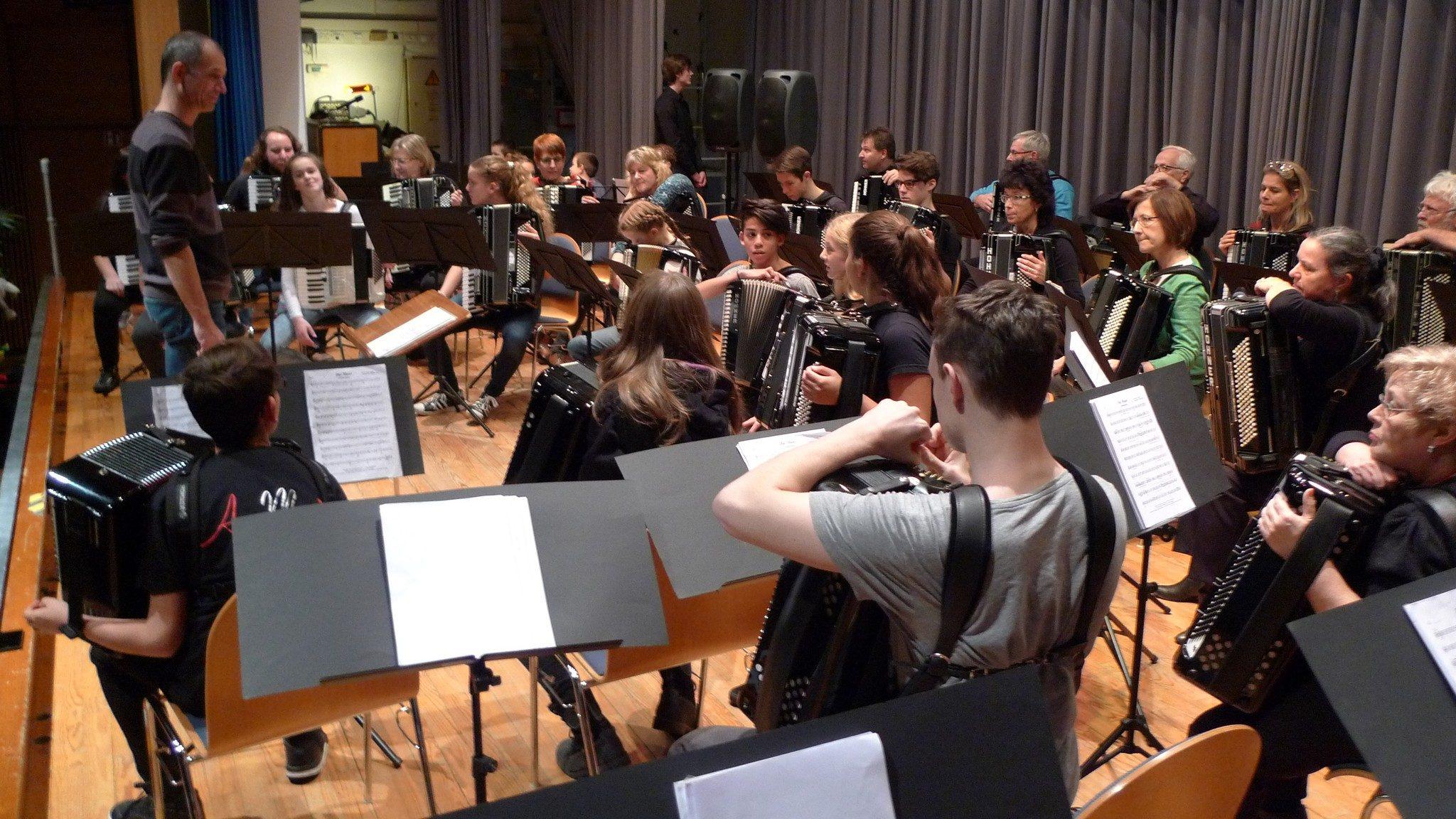 """Probe zu """"Music"""" von John Miles mit dem 1. Orchester, Jugendorchester, 2. Orchester und dem Akkordeon Ensemble Malsch"""