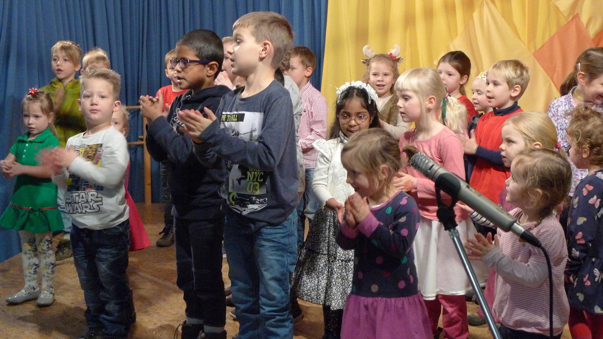Die Kinder der Musikalischen Frühförderung sind mit viel Freude dabei
