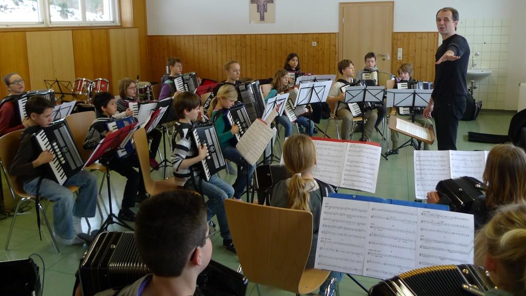 Das Schülerorchester bei der Probe