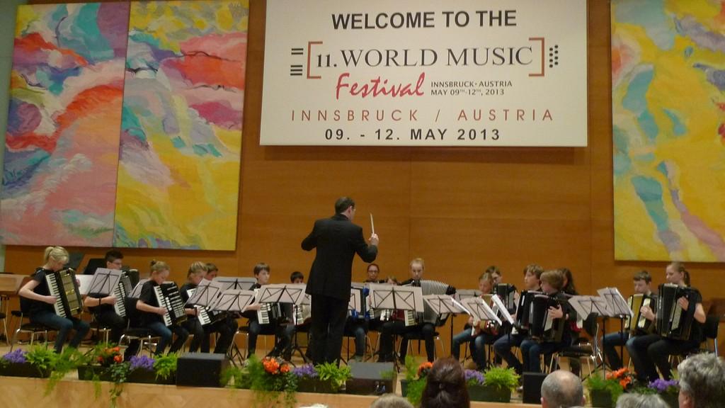 Das Schülerorchester beim Vortrag