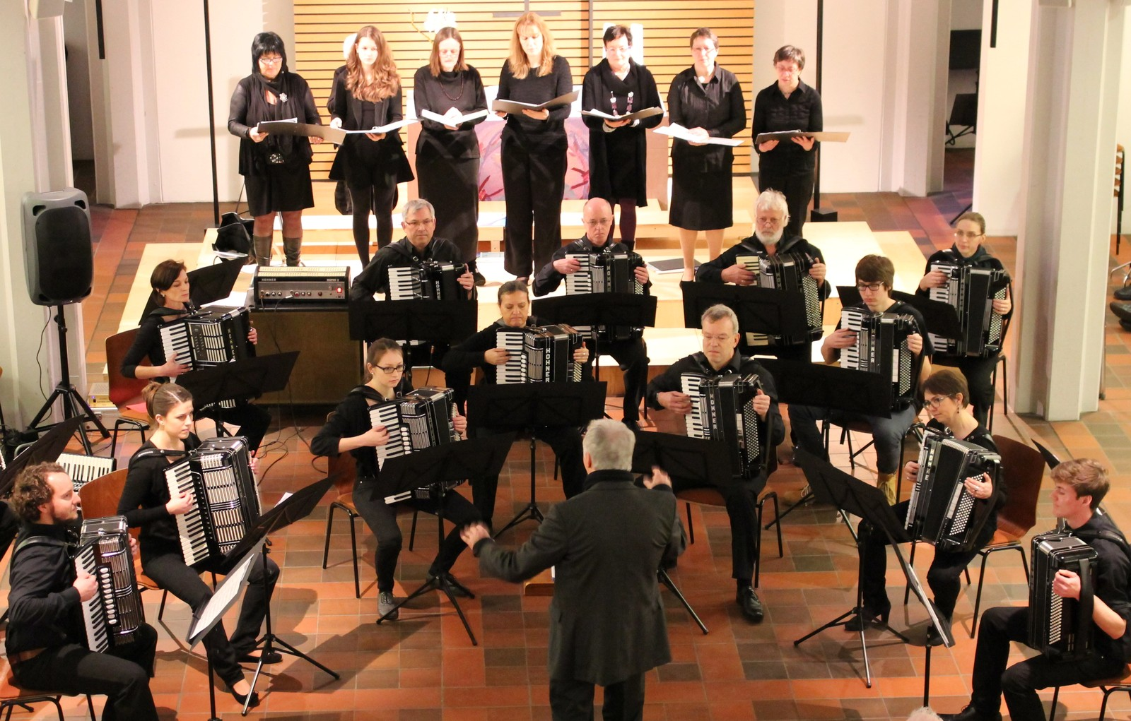 Psalm 47 für Frauenchor mit Akkordeonorchester, Dirigent: Stefan Fritz