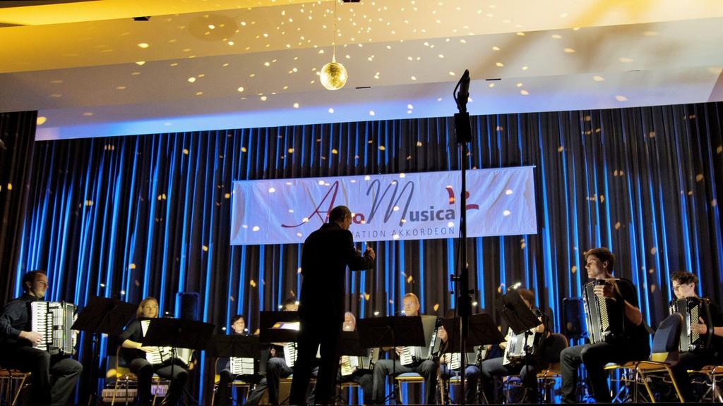"""1. Orchester mit """"Stars"""" von Pawel Baranek"""