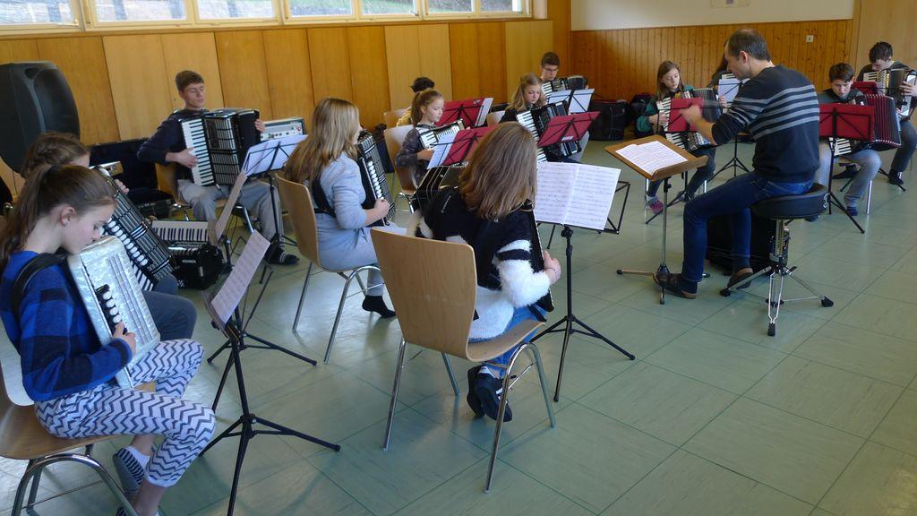 Das Jugendorchester bei der Probe während des Probenwochenendes in Bühl-Neusatzeck