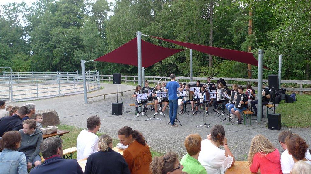 """Matinee im Grünen: Das Jugendorchester von AccoMusica spielt """"Open Air"""""""
